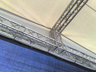 Global Truss mit Dachplane